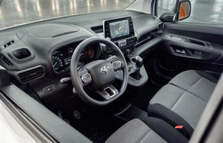 achter het stuur in de Toyota-PROACE-CITY